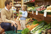 Father And Daughter Choosing Fresh Vegetables In Farm Shop — Stock Photo