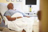 Senior Male Patient Resting In Hospital Bed — Foto de Stock