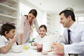 Family Having Breakfast Before Husband Goes To Work — Foto de Stock