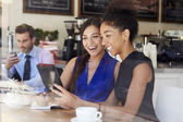 Two Businesswomen Meeting In Coffee Shop — Stock Photo