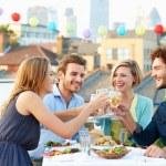 Gruppe von Freunden essen — Stockfoto #50696141