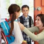 Children Leave For School — Zdjęcie stockowe