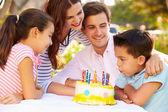 семья празднует день рождения — Стоковое фото