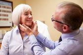 Cosmetic Surgeon Examining Senior Female Client — Stock fotografie