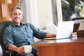 Mature Hispanic Man Using Laptop — Photo