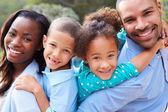 Afrikanische amerikanische familie — Stockfoto