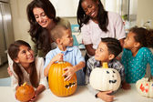 Making Halloween Lanterns — Stock Photo