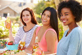 Three Female Friends Enjoying Meal — Foto Stock