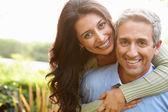Liefdevolle hispanic paar — Stockfoto