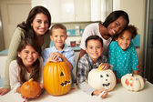 Children Making Halloween Lanterns — Stockfoto
