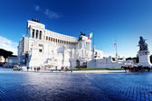 Equestrian monument to Victor Emmanuel II near Vittoriano in Rom — Stock Photo