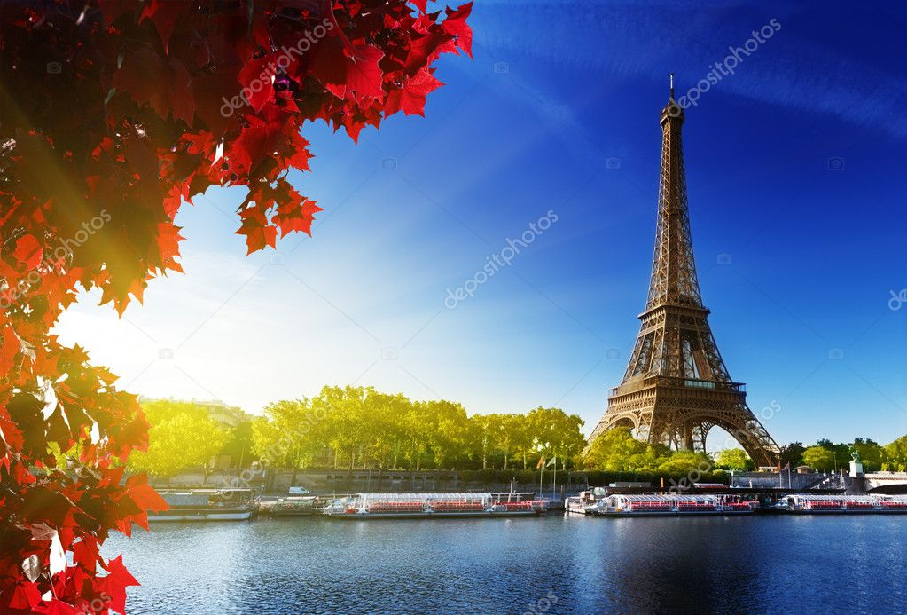 Seine in Paris with Eiffel tower in autumn time — Stock Photo #12462950