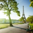 Sunny morning and Eiffel Tower, Paris, France - Foto Stock