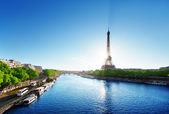 Seine in Paris with Eiffel tower — Stockfoto