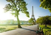 Sunny morning and Eiffel Tower, Paris, France — Foto Stock