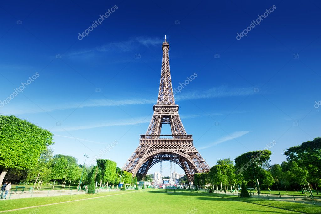 Sunny morning and Eiffel Tower, Paris, France  — Stock Photo #12699090