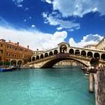 Rialto bridge in Venice, Italy — Stock Photo #12888395