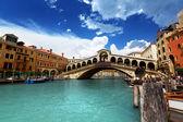 Puente de rialto en venecia, italia — Foto de Stock