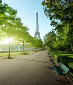 Sunny morning and Eiffel Tower, Paris, France — 图库照片