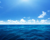 Perfect sky and water of indian ocean — Stockfoto