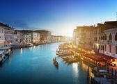 Grand canal dans le temps du coucher du soleil, venise, italie — Photo