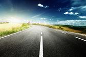 Droga asfaltowa w toskanii, wlochy — Zdjęcie stockowe