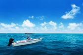 Vitesse du bateau et l'eau de l'océan indien — Photo