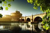 Río de fortaleza y tiber de ángel santo en roma, italia — Foto de Stock