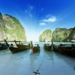Boote bei Maya Bay Insel Phi Phi Leh, thailand — Stockfoto #20501089