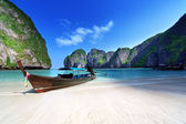 Maya bay Phi Phi Leh island, Thailand — Stock Photo