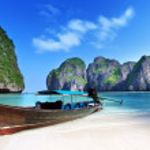 Maya bay phi phi leh eiland, thailand — Stockfoto #21677975
