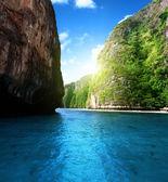 Bahía en la isla de phi phi en tailandia — Foto de Stock