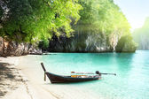 Boat on beach of island in Krabi Province, Thailand — Stock Photo