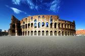 Zonsondergang en het colosseum in rome, italië — Stockfoto