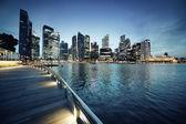 Singapore stad op zonsondergang tijd — Stockfoto
