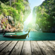 Long boat and rocks on railay beach in Krabi, Thailand — Stock Photo