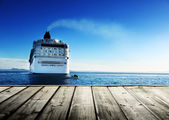 Caribbean sea and cruise ship and wood pier — Foto Stock