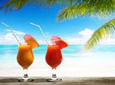 Two fresh juices on beach — Stock Photo