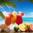 Cocktaisl and tropical fruit on the beach — Stock Photo