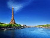 Seine em paris com a torre eiffel, no tempo do amanhecer — Foto Stock