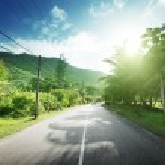 estrada vazia, na selva das Ilhas seychelles — Foto Stock