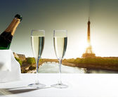 Champaign Glasses and Eiffel tower in Paris — Stock Photo