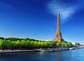 Seine i paris med eiffeltornet i soluppgång tid — Stockfoto