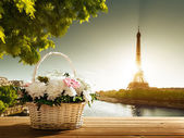 Flowers in basket and Eiffel tower, Paris — Stock Photo
