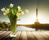 Tulip flowers and Eiffel tower, Paris  — Stock Photo