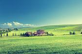 τοπίο της τοσκάνης με τυπικό αγροτόσπιτο, italty — Φωτογραφία Αρχείου