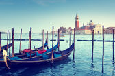 Gondolas on Grand Canal and San Giorgio Maggiore church in Venic — Stock Photo