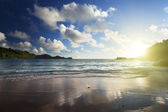 Sunset on the tropical beach, Mahe island, Seychelles — Stock Photo