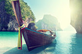 Boat and islands in andaman sea Thailand — Photo