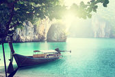 Long boat on island in Thailand — Stockfoto
